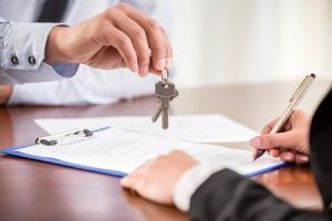 woman handing keys to broker
