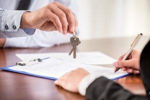 woman handing keys to broker